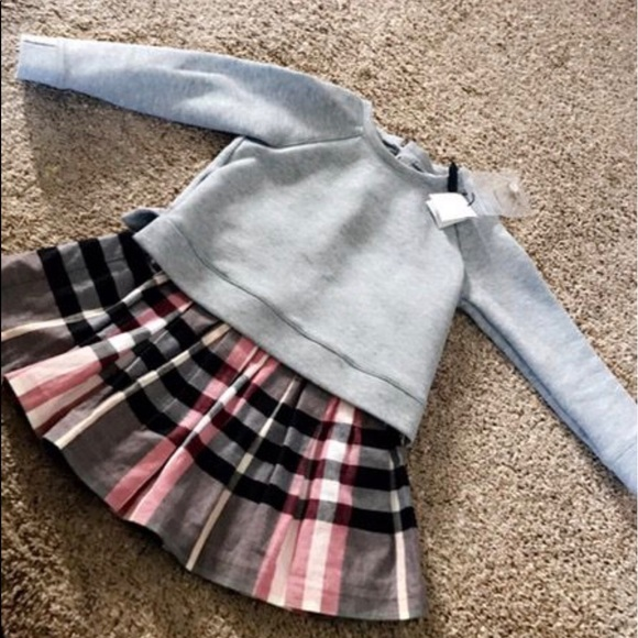 6bb5e10f2e Girls Burberry sweater dress size 5
